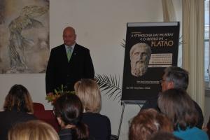 """José Carlos Fernández pronuncia una conferencia sobre etimilogías titulada """"Las etimologías de las palabras y el Crátilo de Platón"""", en Lisboa."""