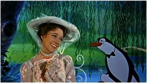 Julie Andrews, en una de las famosas escenas de la película Mary Poppins, en que entra en el reino de la magia y lo imaginario